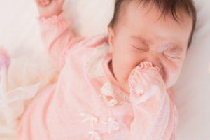 赤ちゃん 唸る 原因